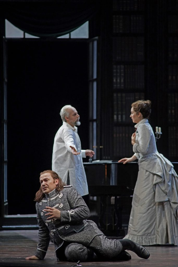 Pique Dame with Tchaikovsky (Vladimir Stoyanov), Liza (Svetlana Aksenova) and Hermann (Misha Didyk) © Karl and Monika Forster