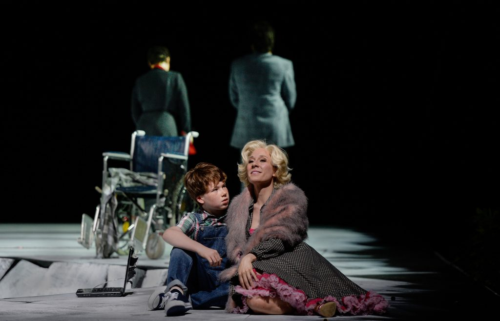 Young directors stage What Next? Kid (David Chestnut) and Rose (Heidi Elisabeth Meier) duisburg deutsche oper am rhein